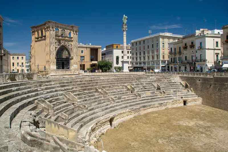 Lecce Anfiteatro romano con sant oronzo