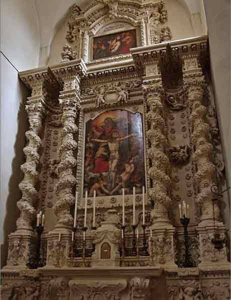 Lecce Basilica di Santa Croce interno cappella