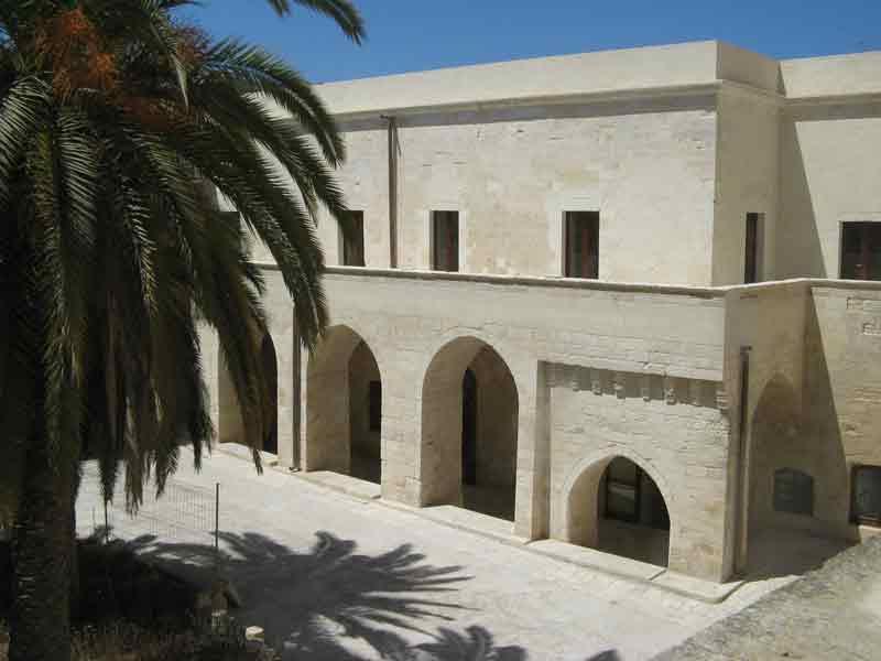 Lecce castello carlo V giardino interno