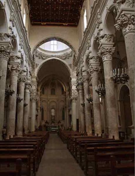 lecce-basilica-di-santa-croce-navata-centrale