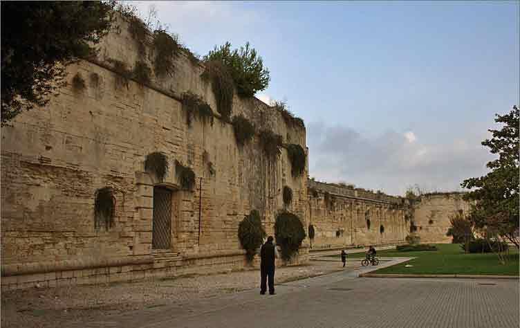 lecce-muro-di-cinta-castello-carlo-v